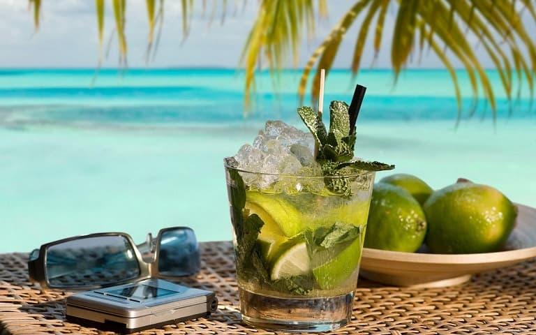 Алкогольные напитки в жаркую летнюю погоду