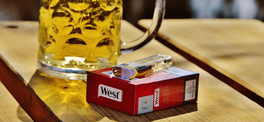 Алкоголь и сигареты: почему после выпивки хочется курить?