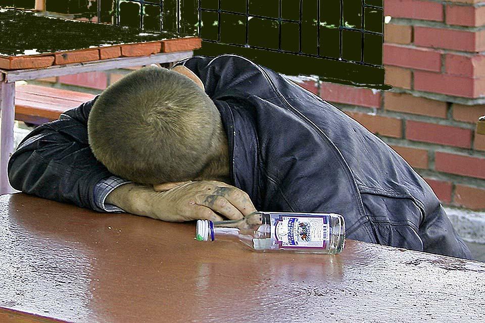 Первые признаки алкоголизма у мужчин