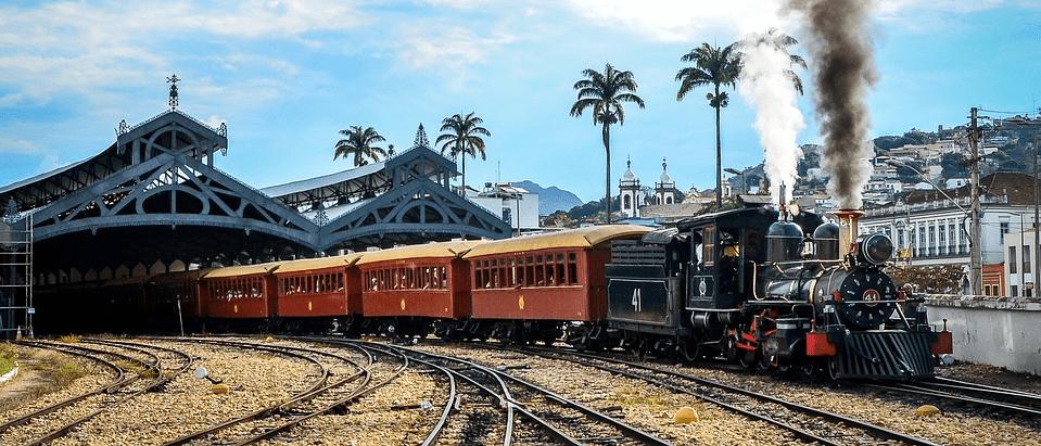 Поезд с паровозом