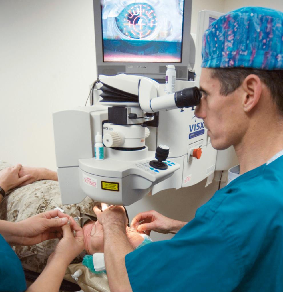Операция на глаза с применением лазера